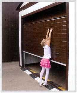 Высота стыка панелей стандарт-ных гаражных секционных ворот недоступна детям