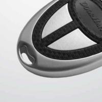 прочный металлический корпус, на котором предусмотрено отверстие для соединения пульта с ключами