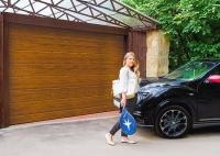 Секционные ворота RSD01S Compact цвет Золотой Дуб доступны для заказа в Новосибирске!